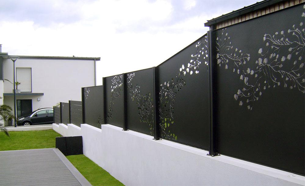 Installation de clôtures rigides